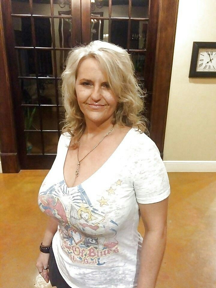 lady Busty mature