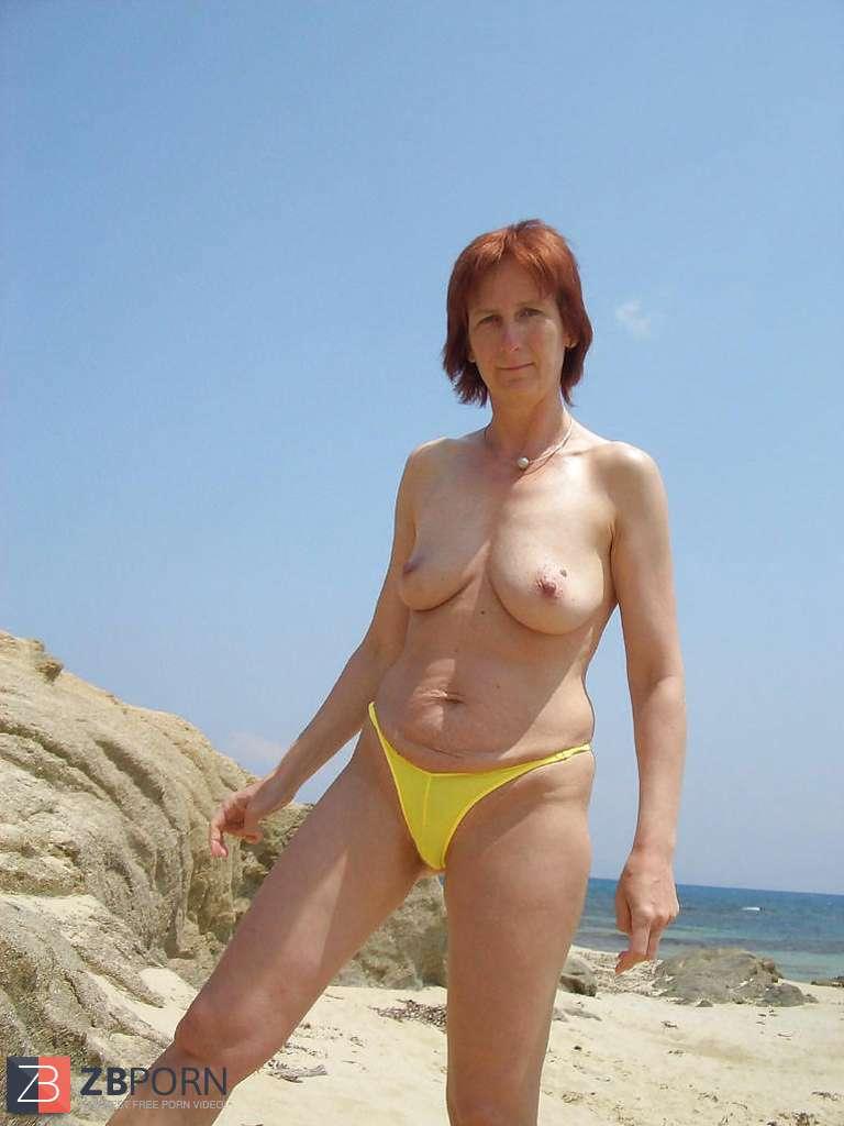 nude amateur female yoga