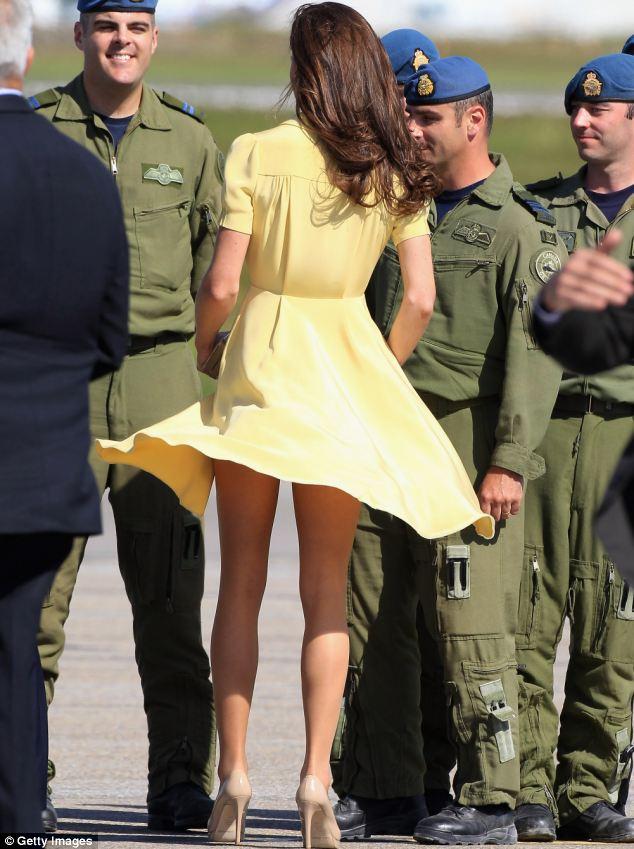 Public short skirt no panties