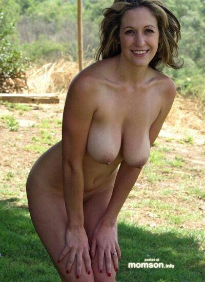 nude Hot naked amateur moms