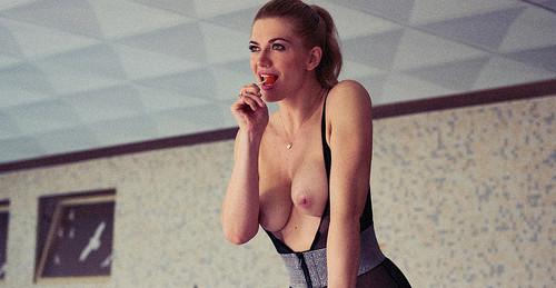 nude Nina bott
