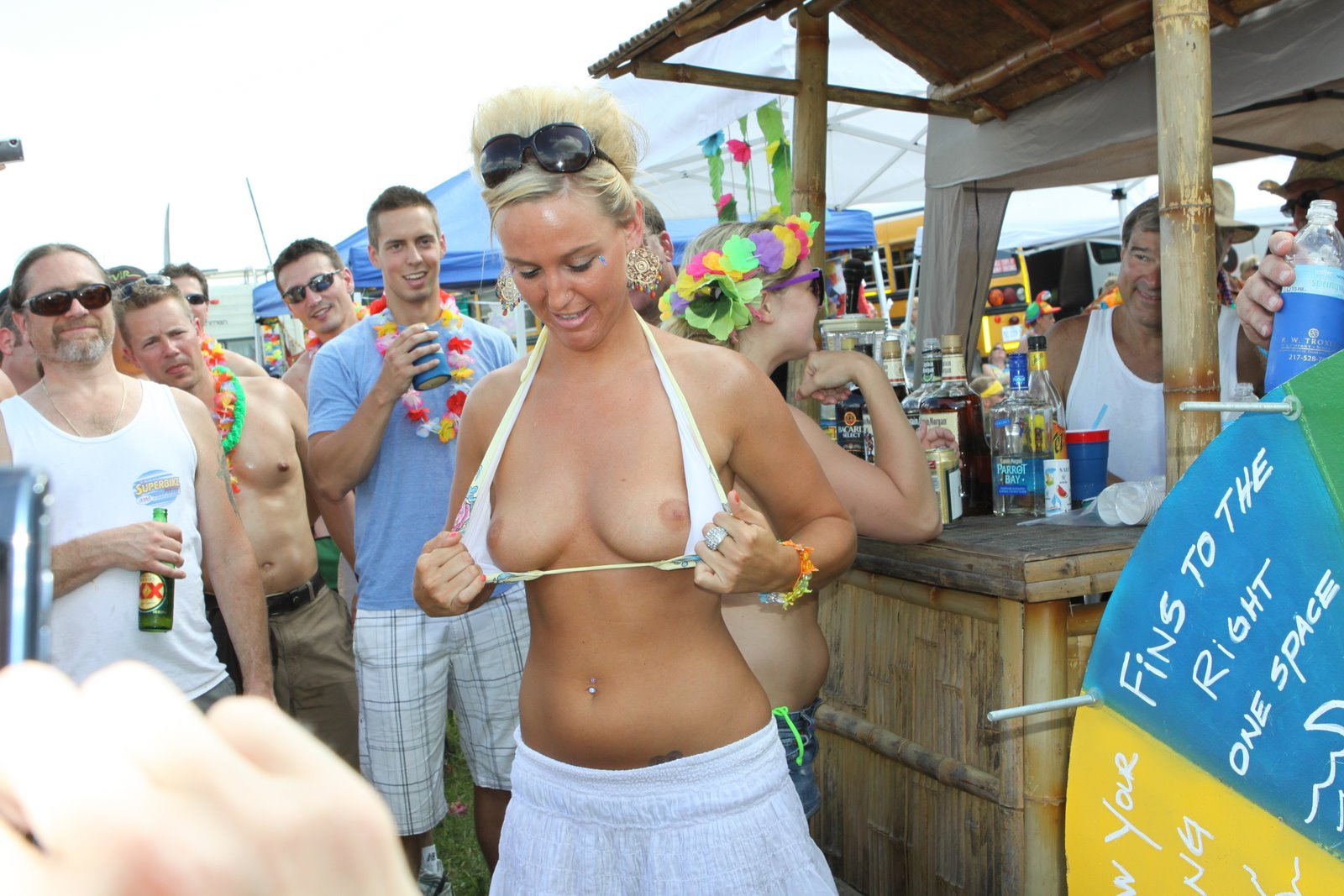 Flashing boobs at jimmy buffett