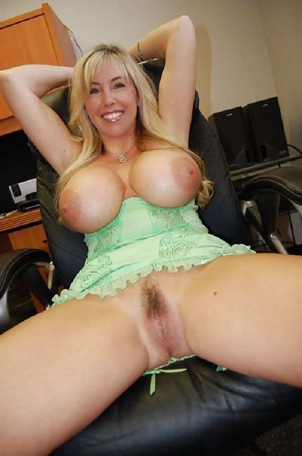 Mature big tits hairy pussy creampie