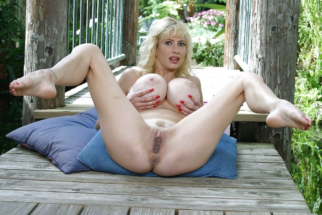 Friends hot mom tara moon