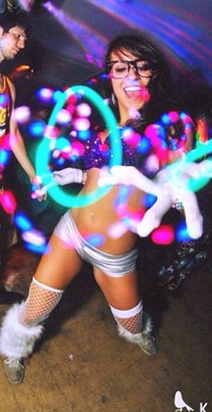 Raver girl nude ass