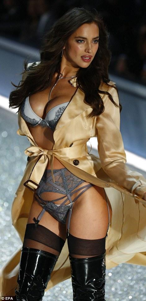 Busty victoria secret models nude