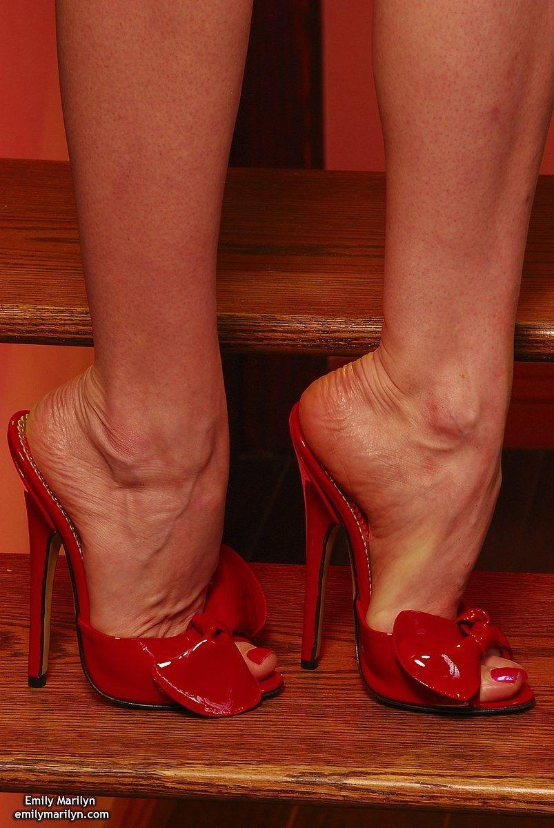Cum in her high heels