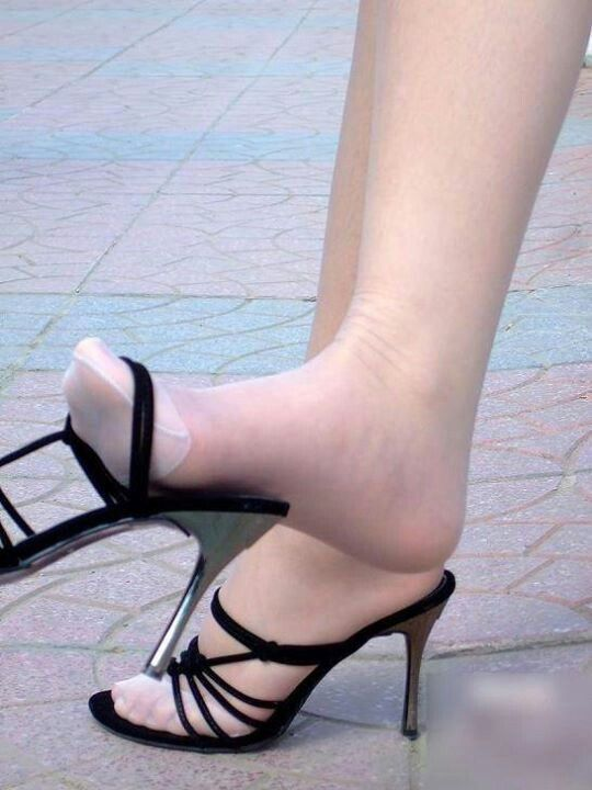 Pantyhose shoe dangling fetish
