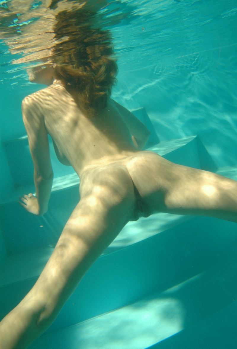 Girls swimming nude