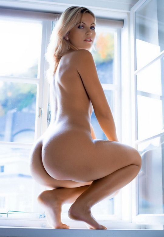 Hot nude girls asses