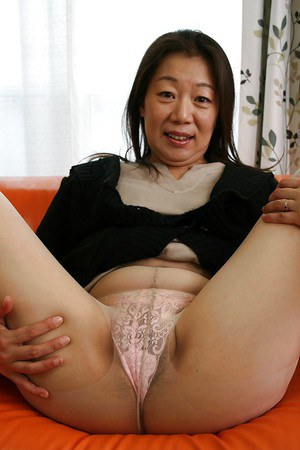 Mature asian hairy pussy solo