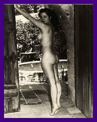 Classic nude vintage pinup