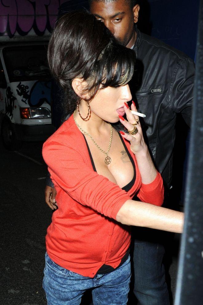 Amy winehouse smoking