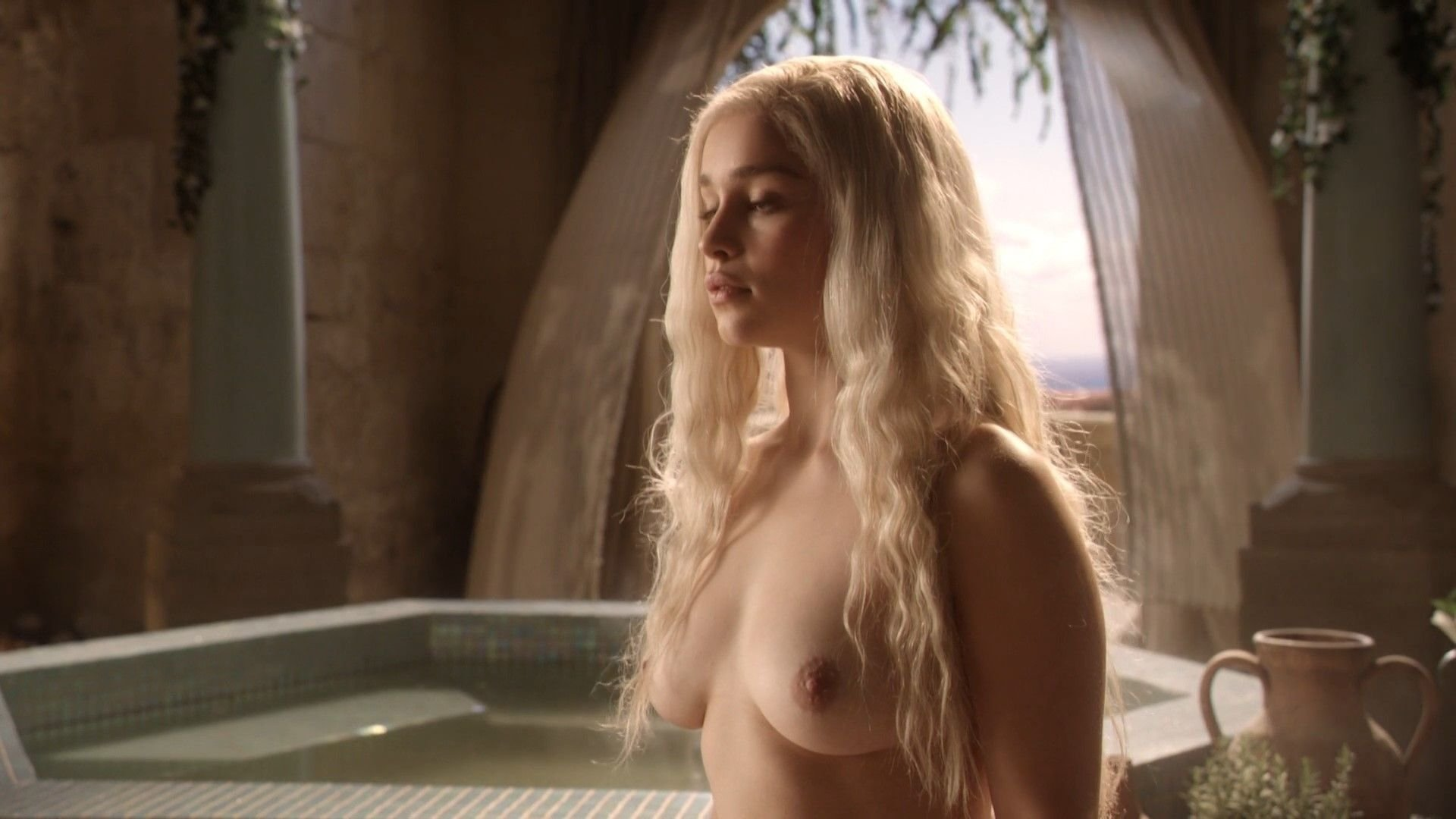 Game thrones emilia clarke nude