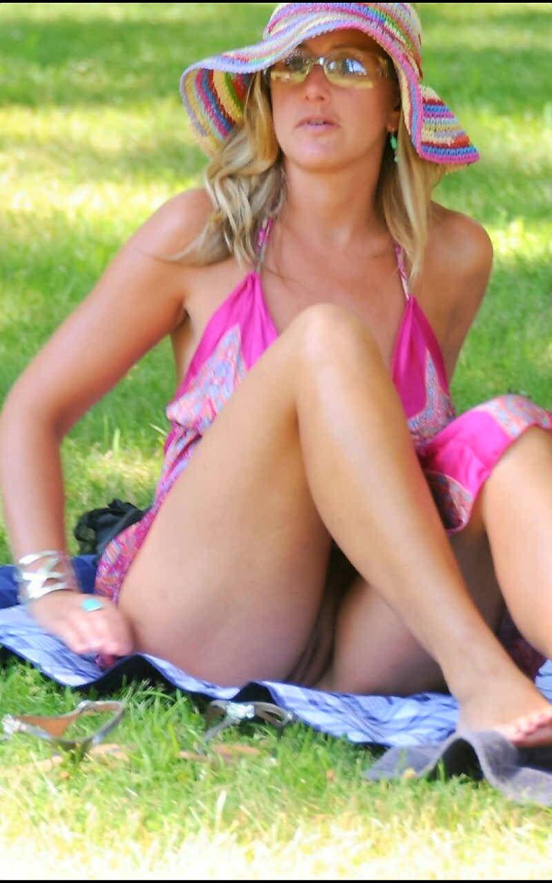 Accidental public upskirt no panties