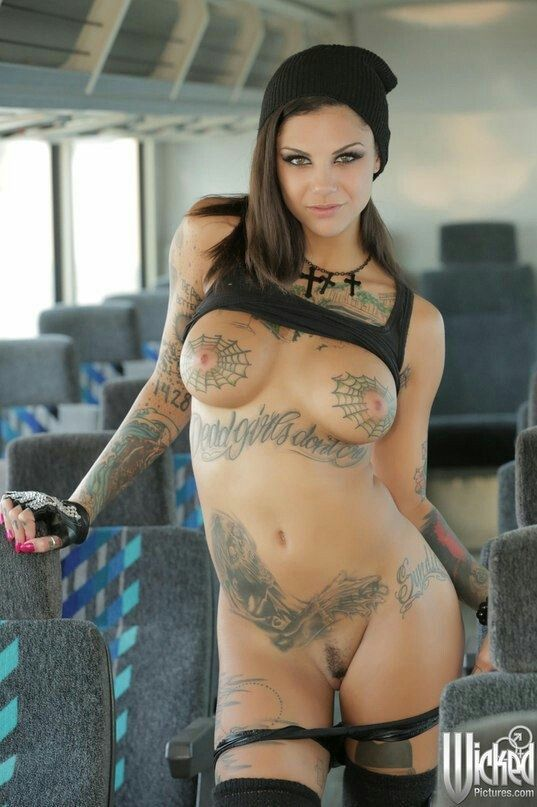 girls tattooed nude