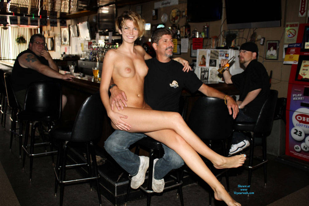 at bar nude girls Naked