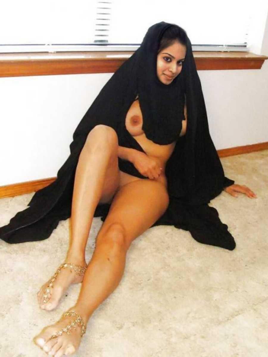 Half nude sexy arab girl