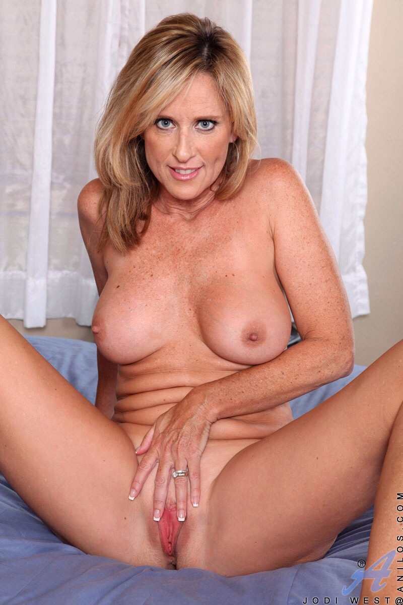 Mature women in the nude