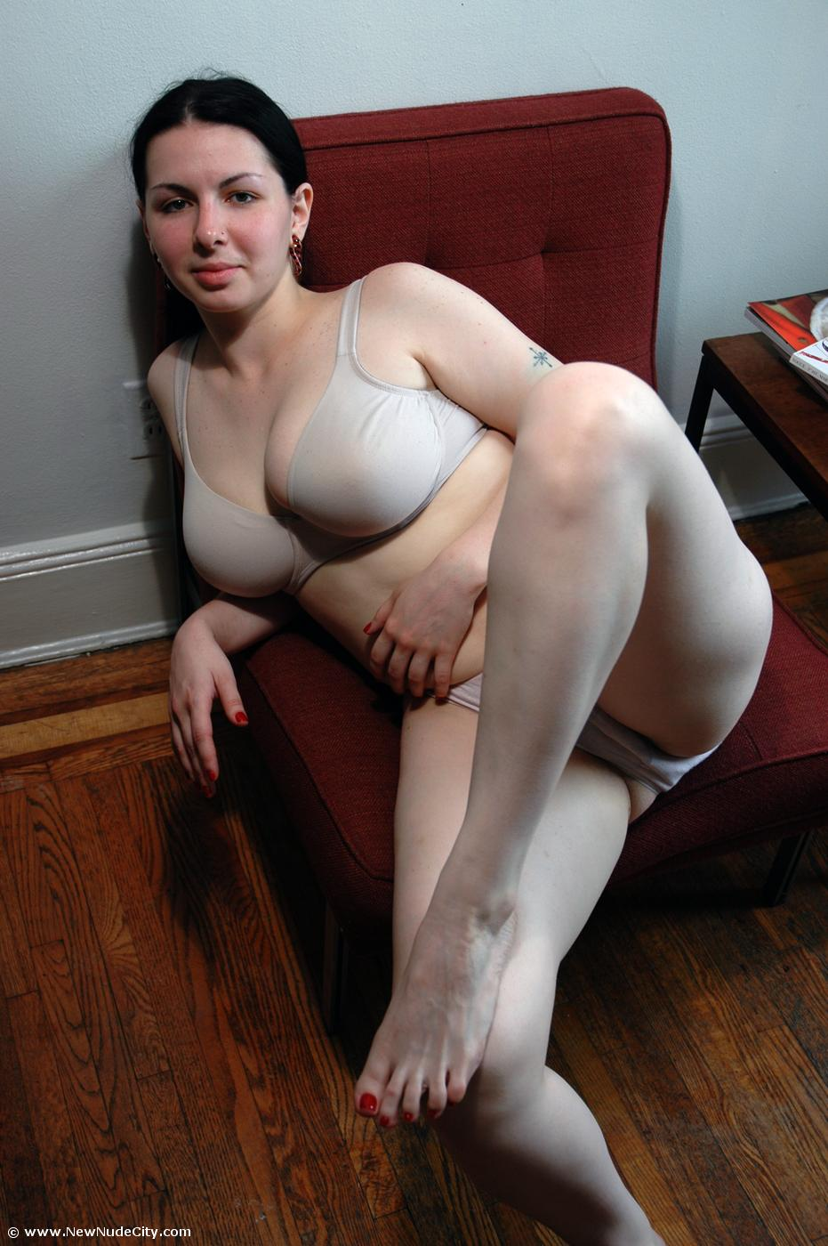 Chubby brunette shaved pussy