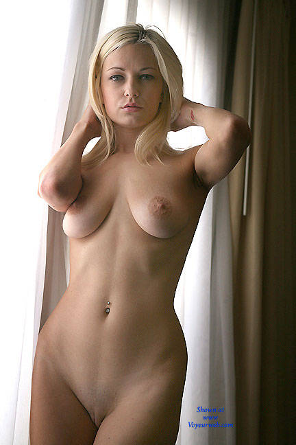 Nude blonde girls