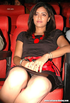 Actress mamta mohandas hot