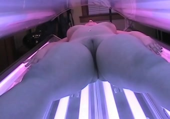 Nude tanning bed woman