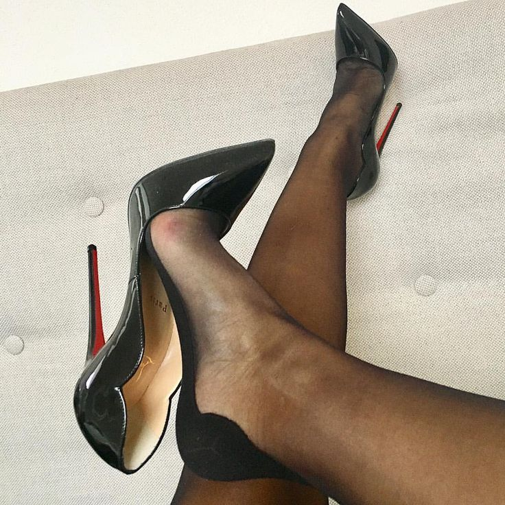 shoe fetish Pantyhose dangling