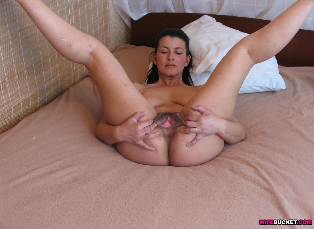 wife nude Crazy bucket