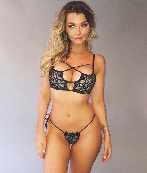 Hot mature babe posing