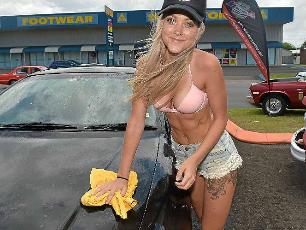 Bikini girls washing cars