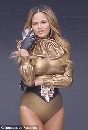 fake Fergie singer nude