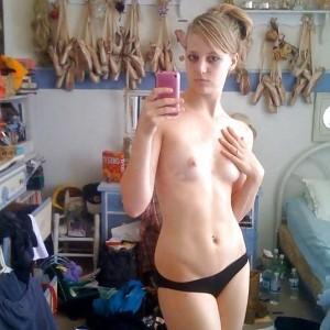 Self shot nude ballerina
