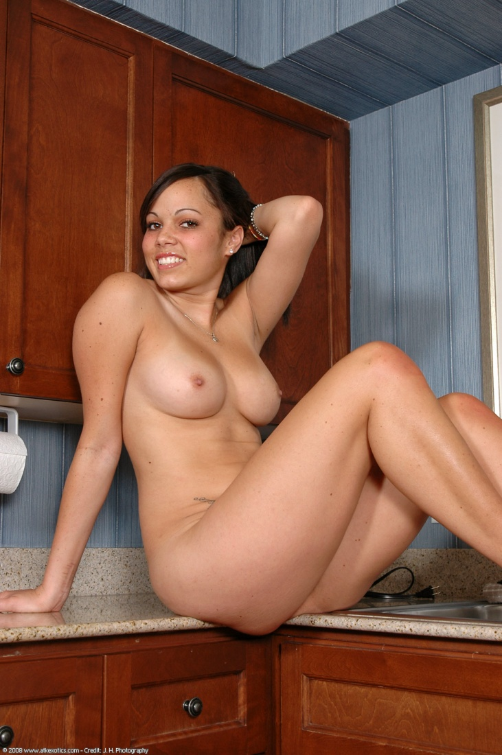 hot naked oiled female model