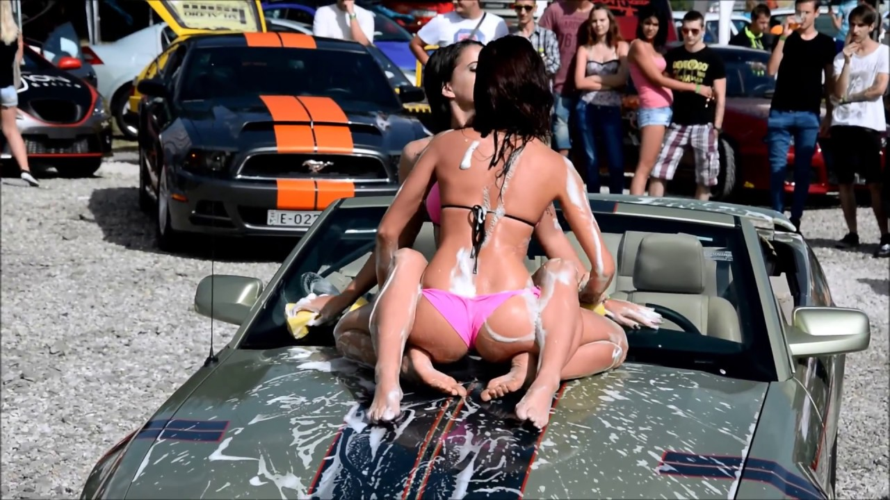 girls cars Bikini washing