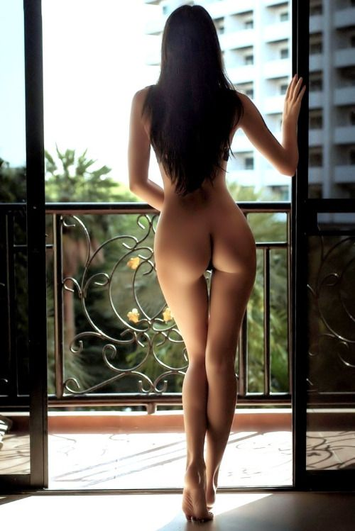 Hot nude girls rear view