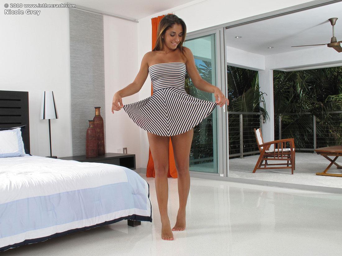 nude Nicole spread grey