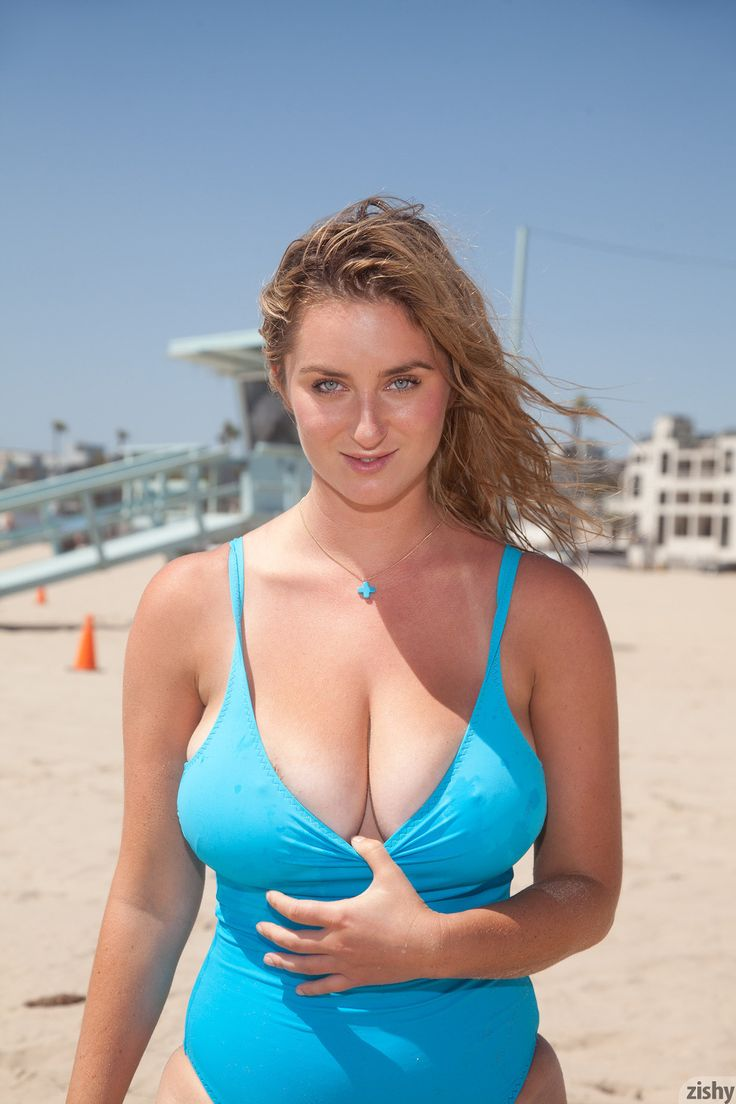 on girls Busty the beach amateur