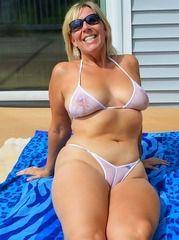 Horny mature woman fucking