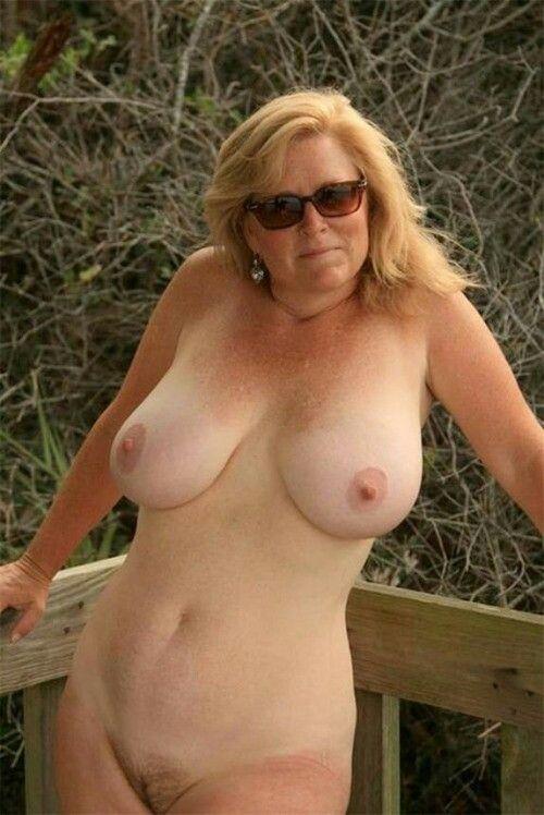 Blonde milf wife nude