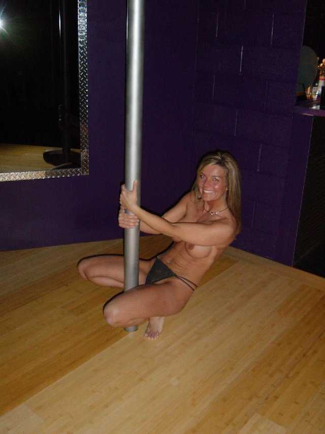 pole dancer naked Dancing