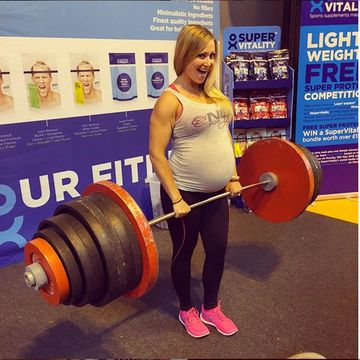 weights lifting Pregnant woman