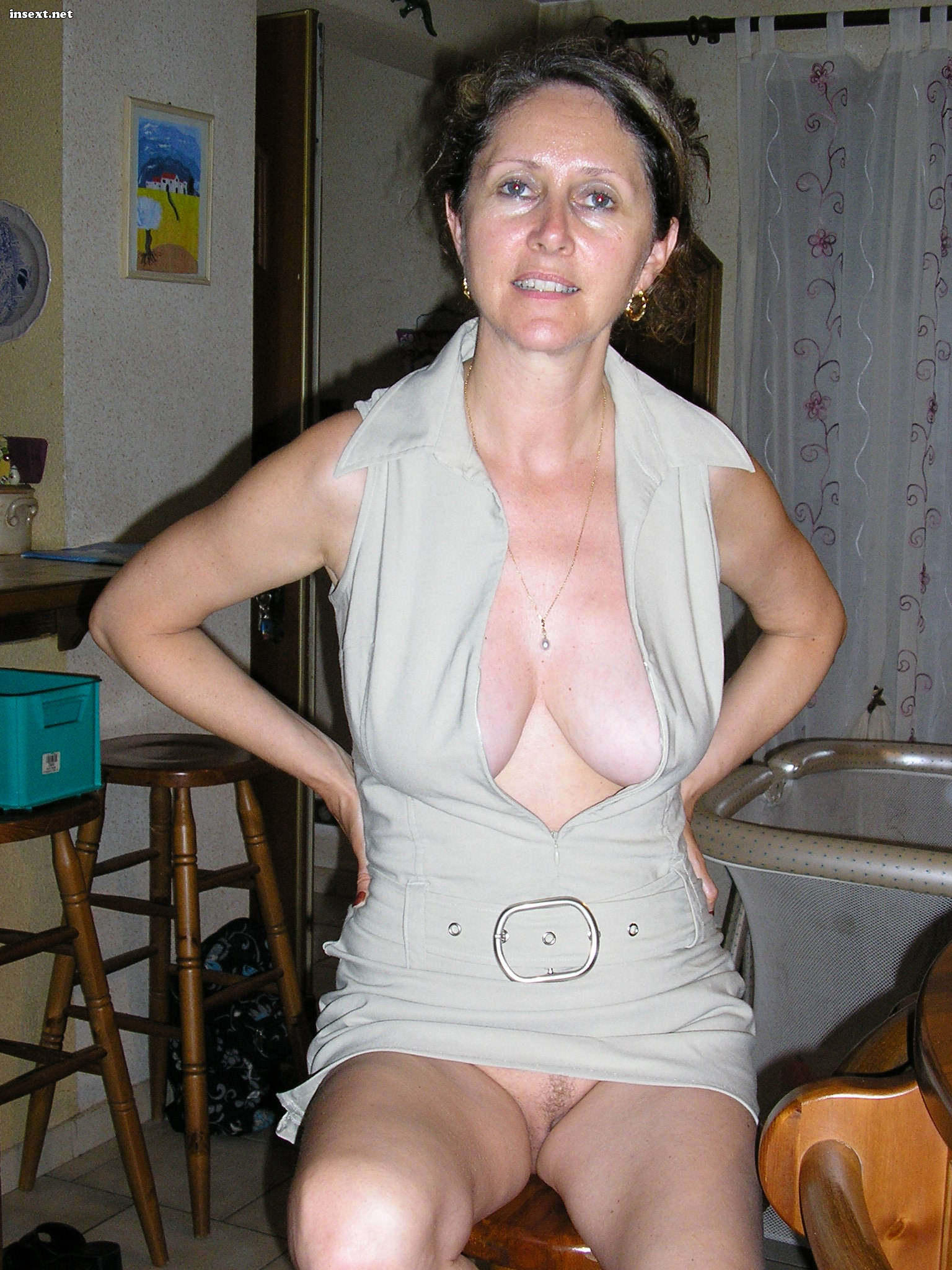 mature mom on all fours-naked photo