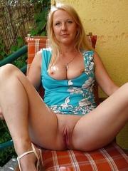 Blone mature pussy — photo 2