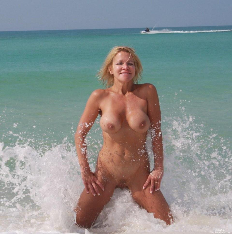 nudist beach Streaming