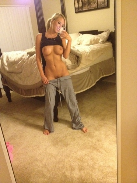 Blonde selfie nudes amateurs
