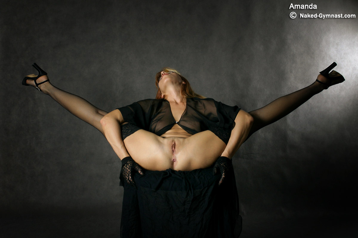 Extreme nude contortionists female
