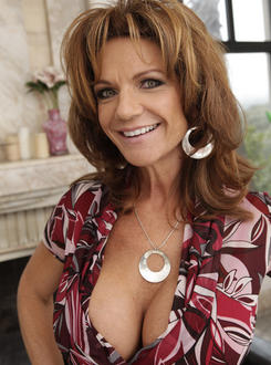 Deauxma big tit mom