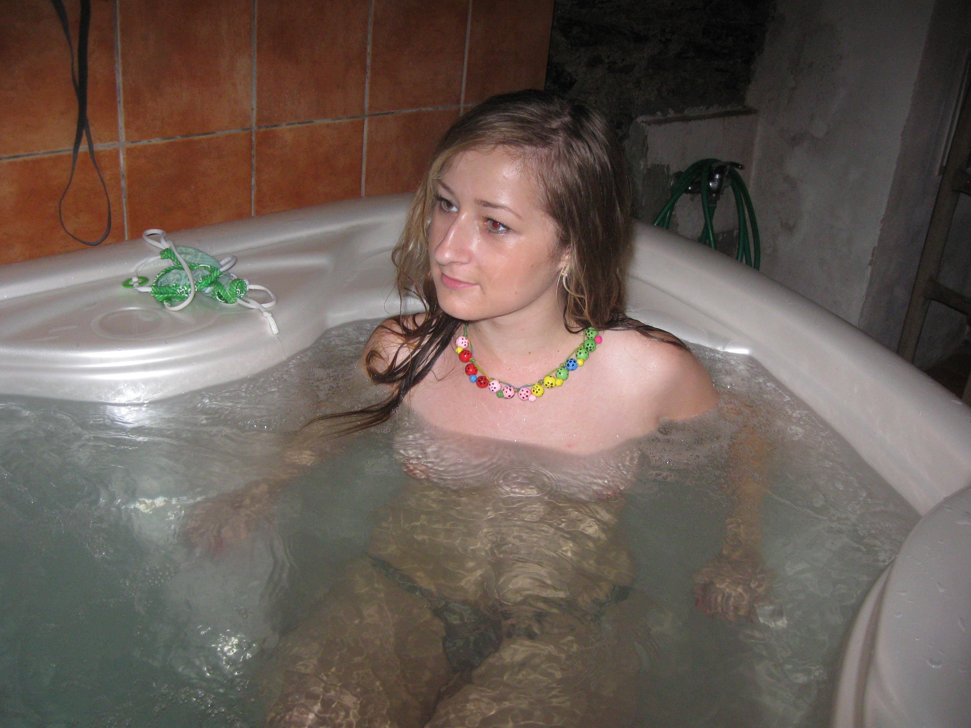 Xxx amateur hot tub