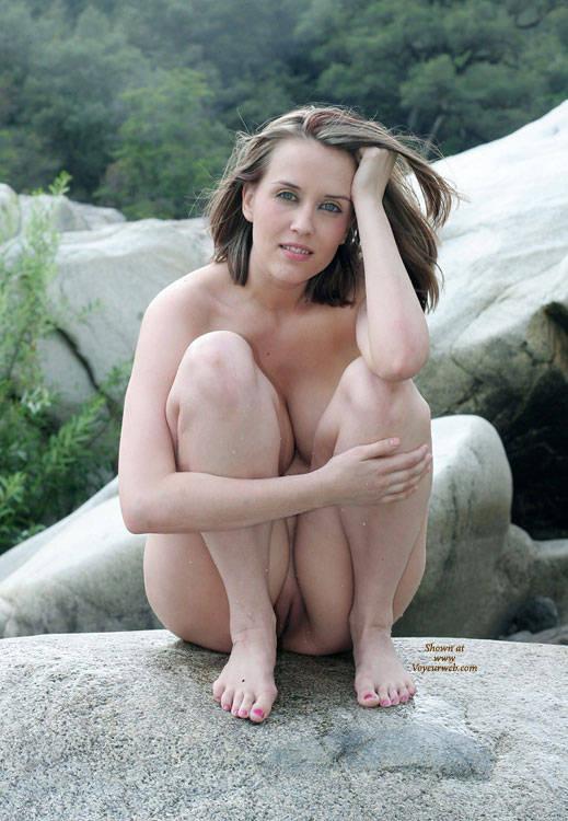 Amature nude women squatting